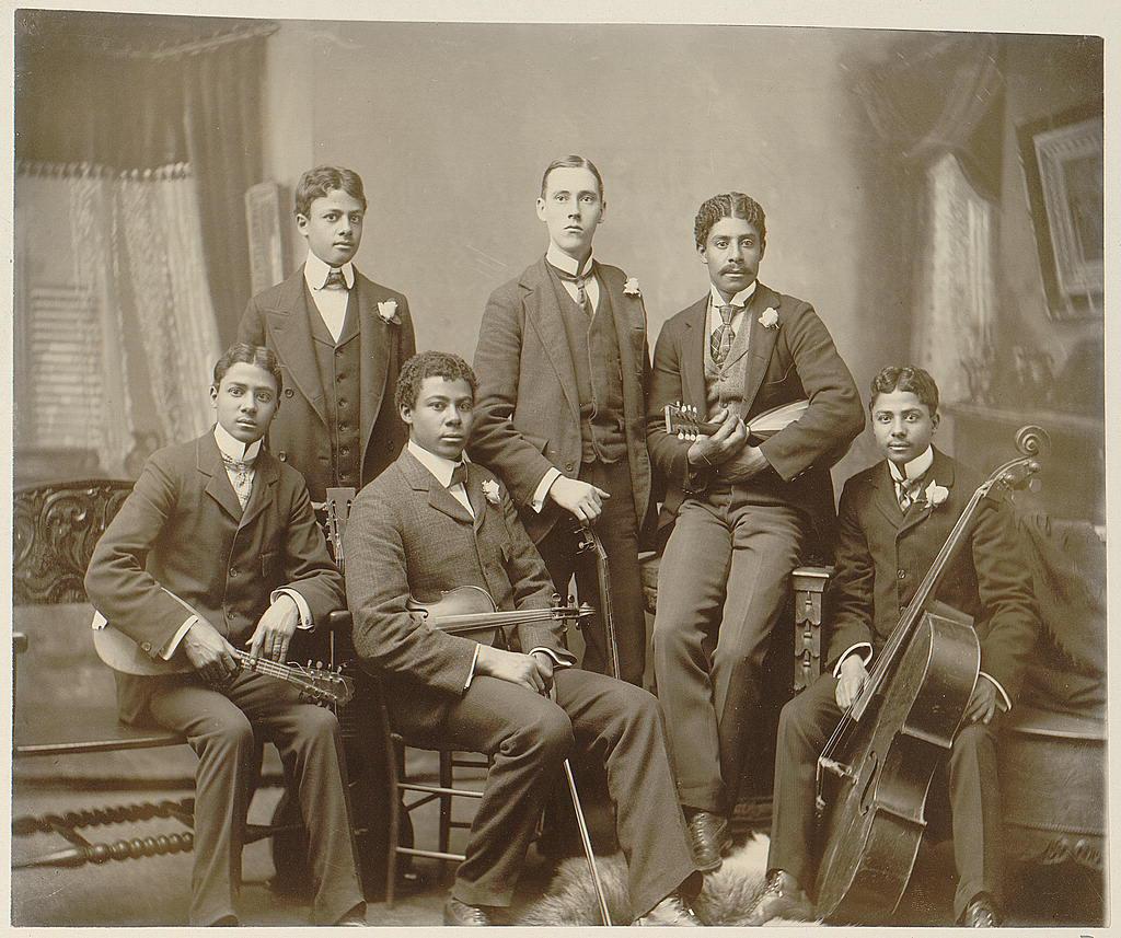"""Thomas Askew: """"Summit Avenue Ensemble, Atlanta, Georgia"""" (est. date 1899 or 1900). Silver gelatin print. Image courtesy Library of Congress."""