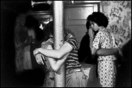 Bruce Davidson: Brooklyn Gang (couple dancing with arms around pole), 1959.