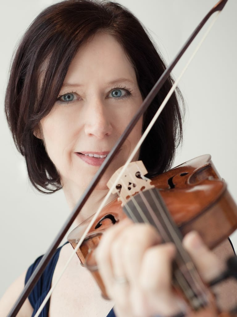 The Atlanta Baroque Orchestra's Julie Andrijeski plays a violin.