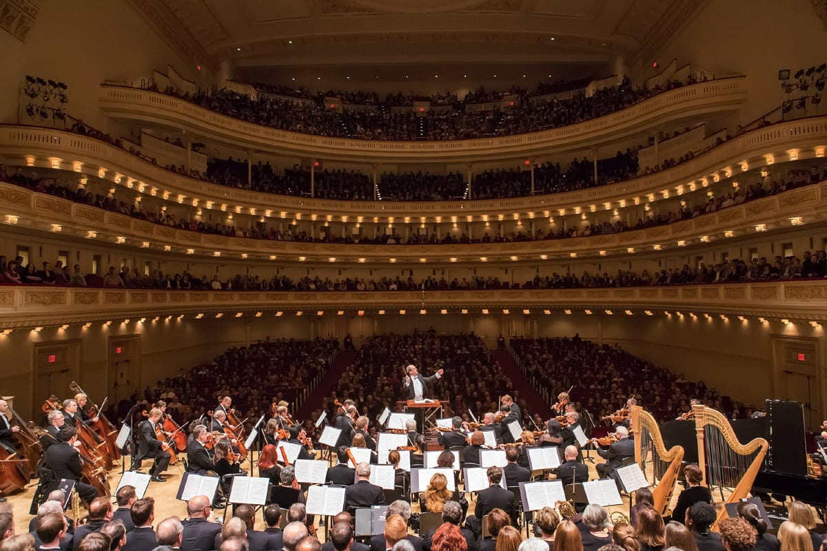 Robert Spano conducts the Atlanta Symphony Orchestra at Carnegie Hall in 2012. (Photo by Chris Lee)