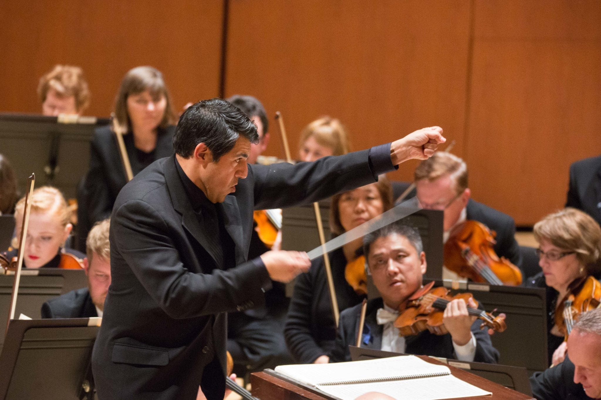 Under guest conductor Miguel Harth-Bedoya, the ASO performed one of its strongest shows of the season. (Photos by Jeff Roffman)