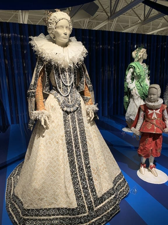 Fashion and art by Isabelle de Borchgrave.