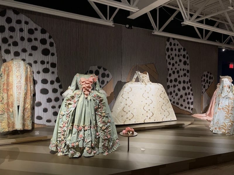 Paper creations from Isabelle de Borchgrave.