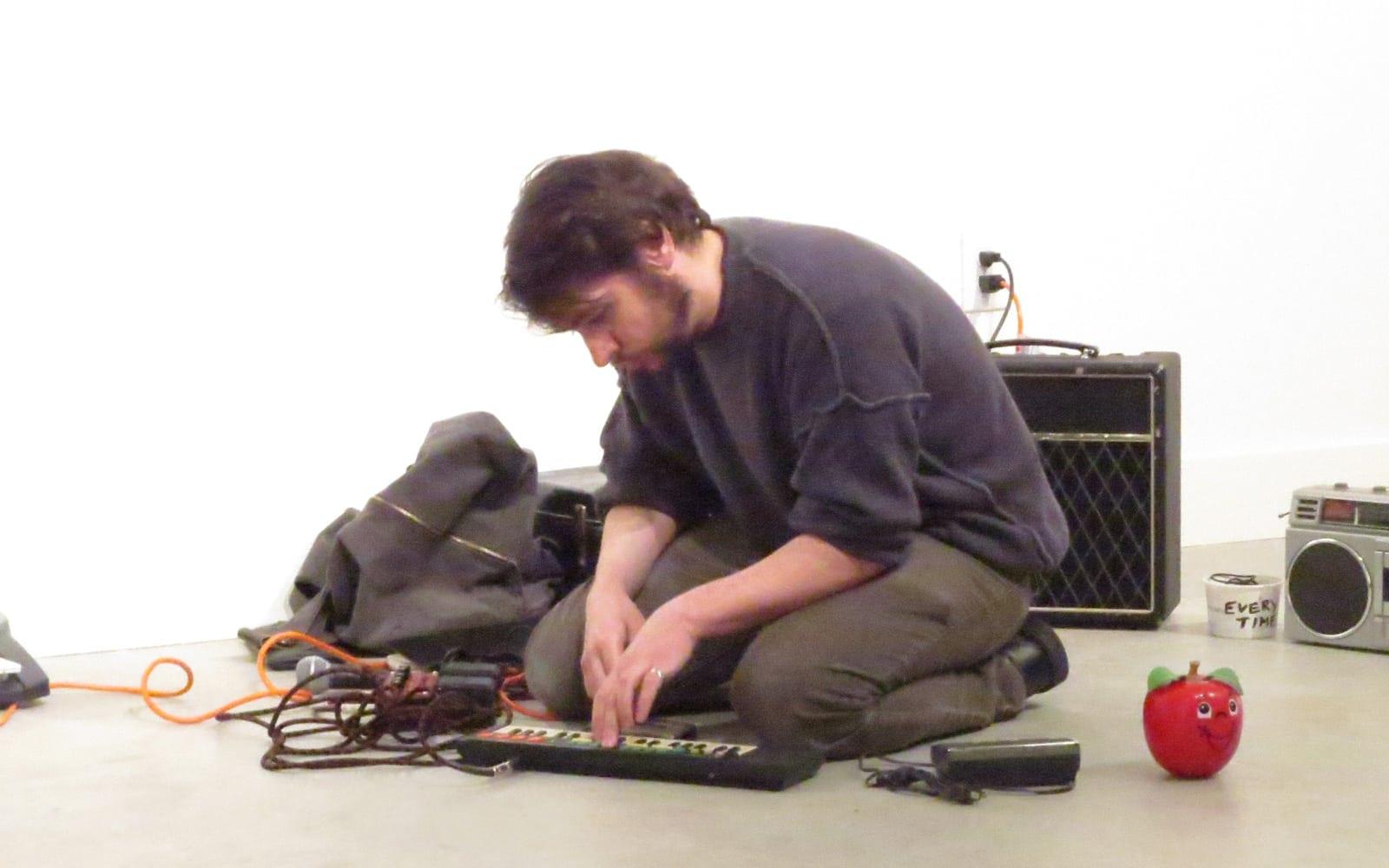 Cedro Danado performed with a toy keyboard. (Photo by Mark Gresham)
