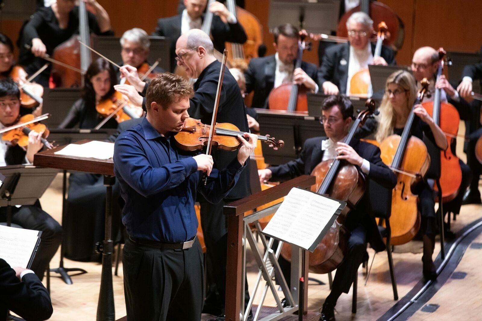 ASO violinist David Coucheron performs a solo.