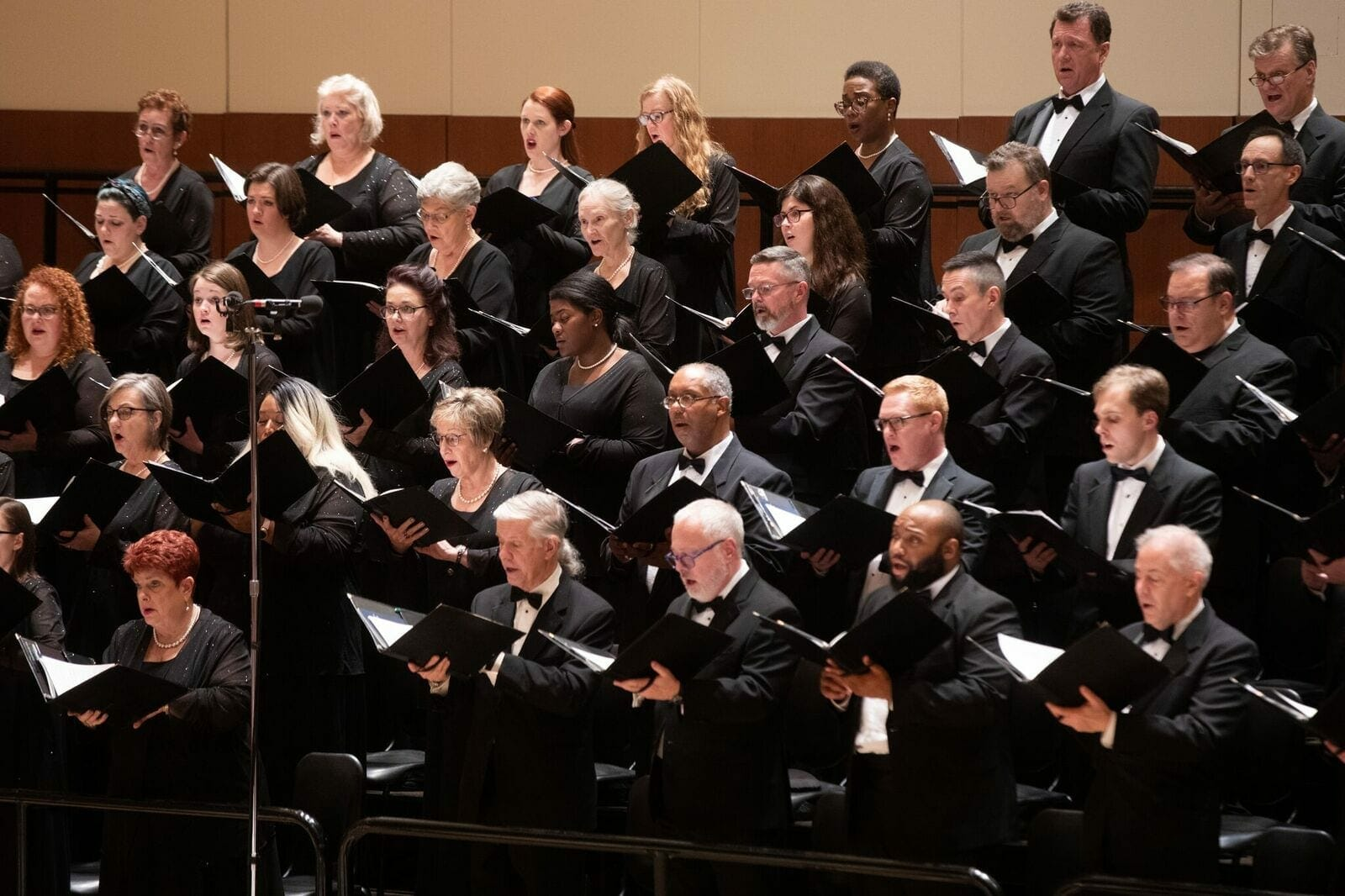 The ASO Chamber Chorus performs Vaughan Williams.