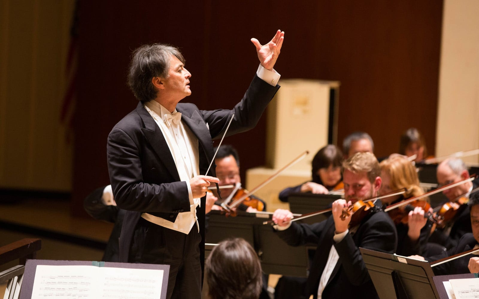 Guest conductor Jun Märkland.