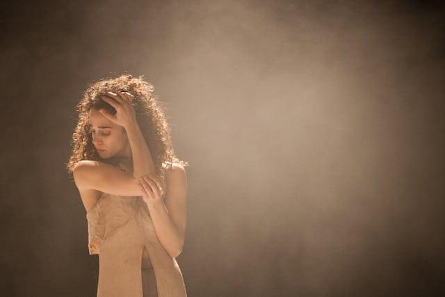 Yael Tsibolski of Vertigo Dance Company in Reshimo. (Photo by Maayan Hotan)