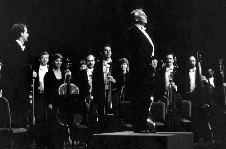 Robert Shaw conducts the Atlanta Symphony Orchestra.