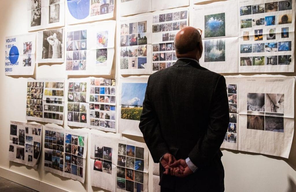 A patron admires a selection of Documentum. © 2016 Virginie Kippelen
