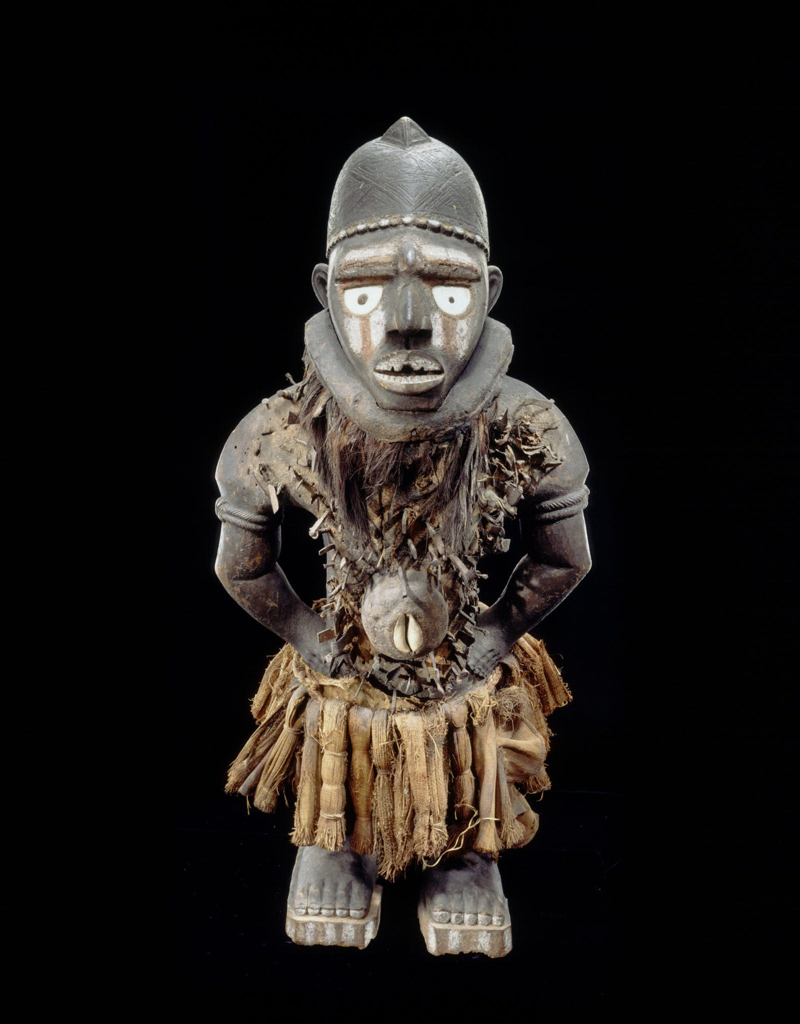Anthropomorphic power figure, nkisi nkondi,19th century, Yombe peoples, Mayombe, Lower Congo, DRC, Collection RMCA Tervuren.(Photo by R. Asselberghs, RMCA Tervuren ©
