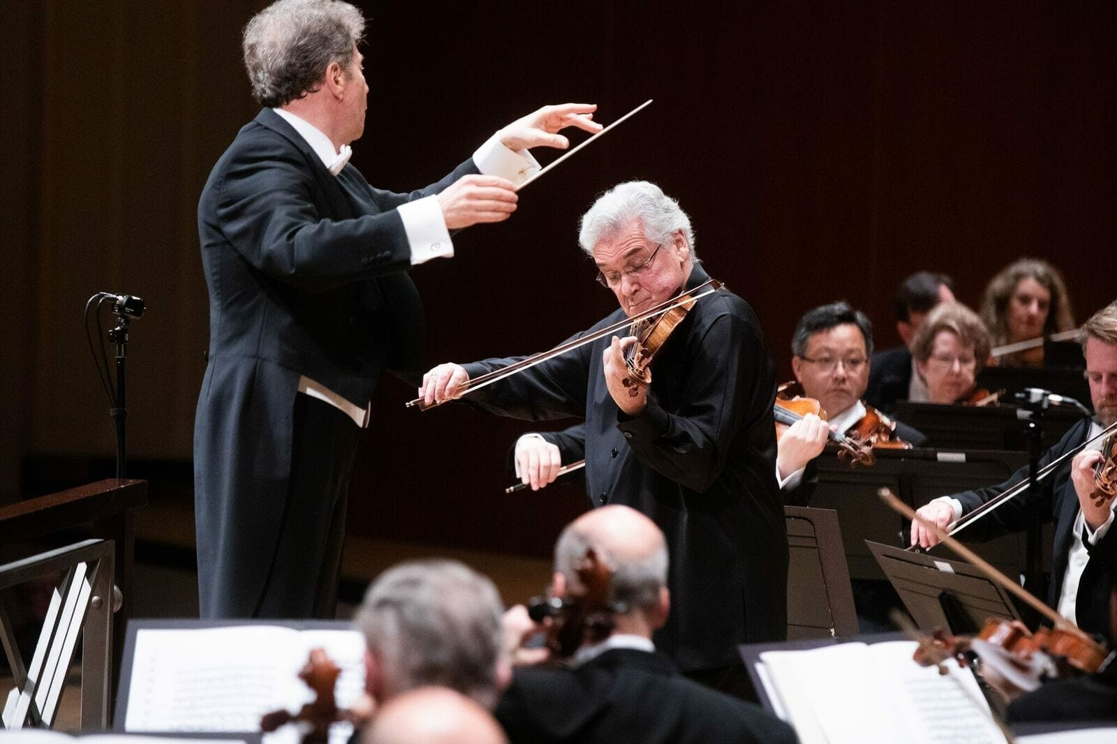 Guest conductor Yoel Levi and violinist Pinchas Zukerman with the Atlanta Symphony Orchestra.