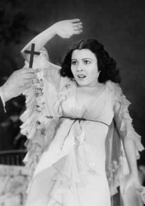 Lupita Tovar in the Mexican version of Drácula.