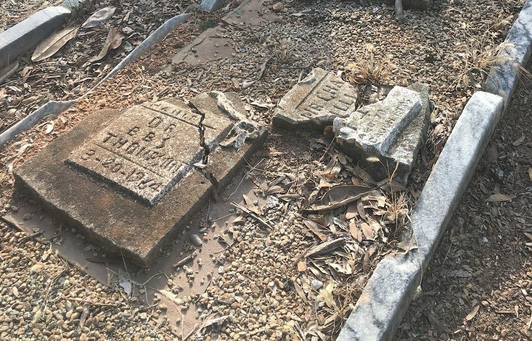 Oakland Cemetery Black grave site. 2017 photo.