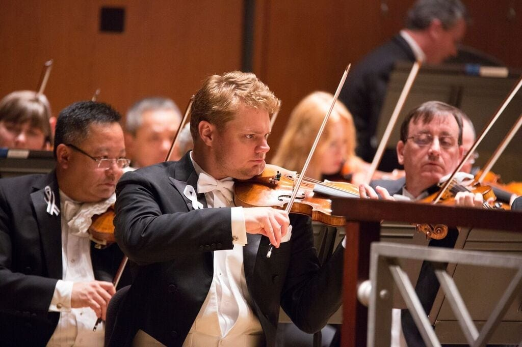 ASO concertmaster David Coucheron will be a featured soloist in the 1016-17 season.
